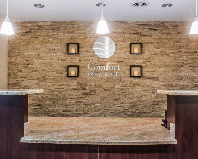 Lobby - Comfort Inn & Suites Farmington