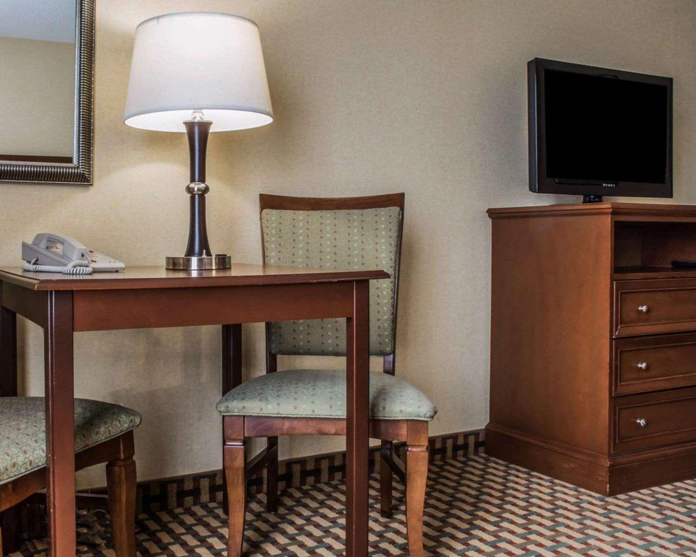 Room - Comfort Inn & Suites Farmington