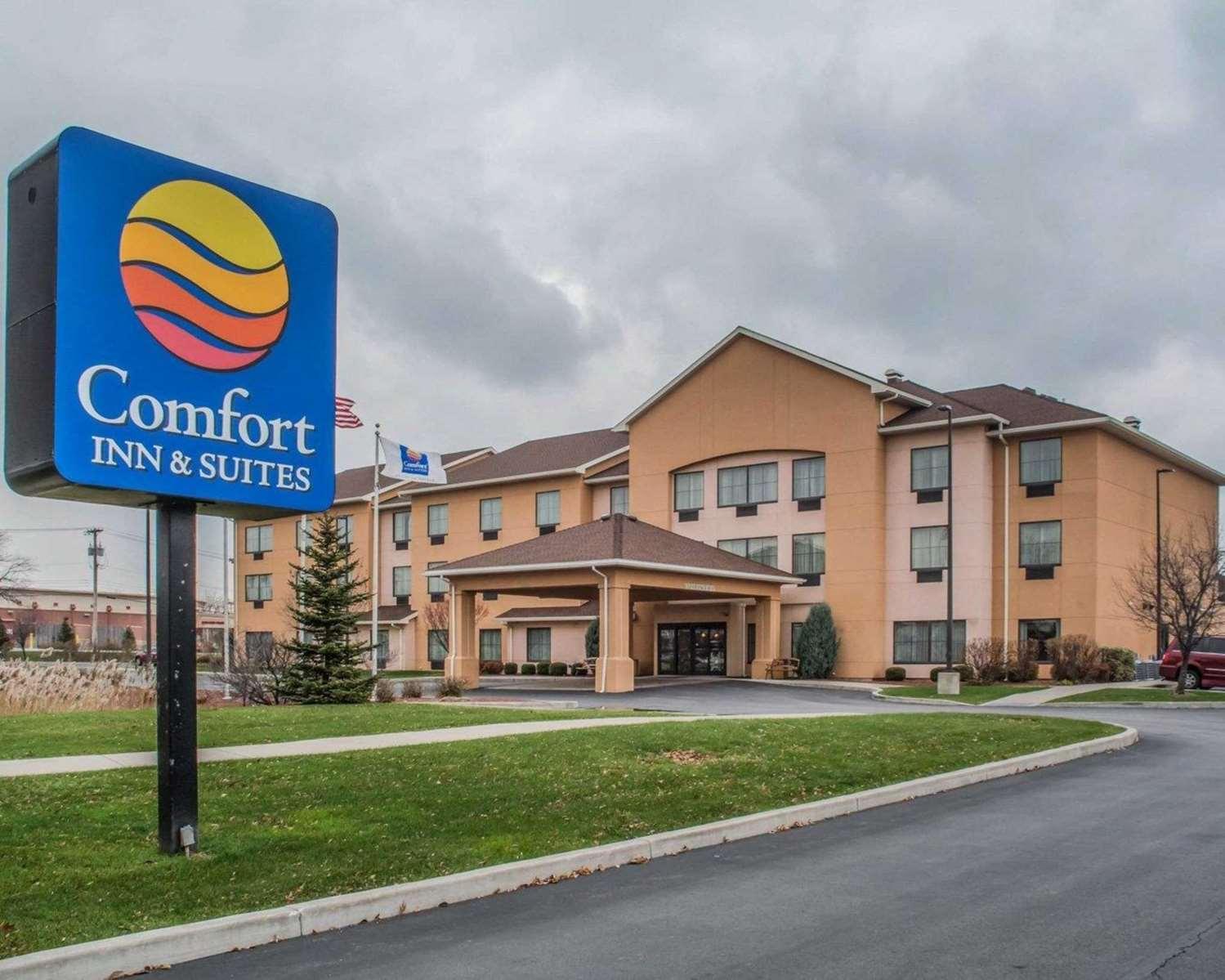 Exterior view - Comfort Inn & Suites Farmington