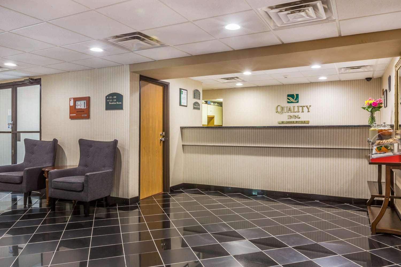 Lobby - Quality Inn Hyde Park