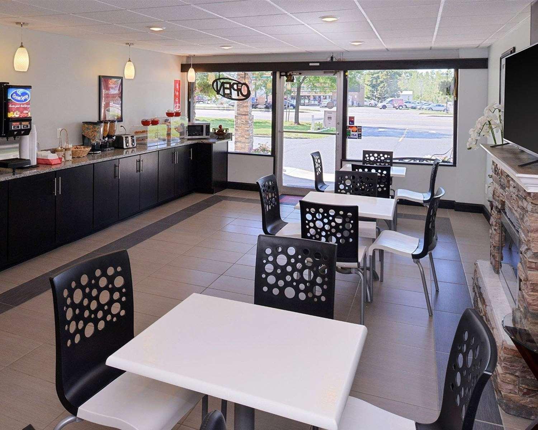 Restaurant - Econo Lodge Rochester