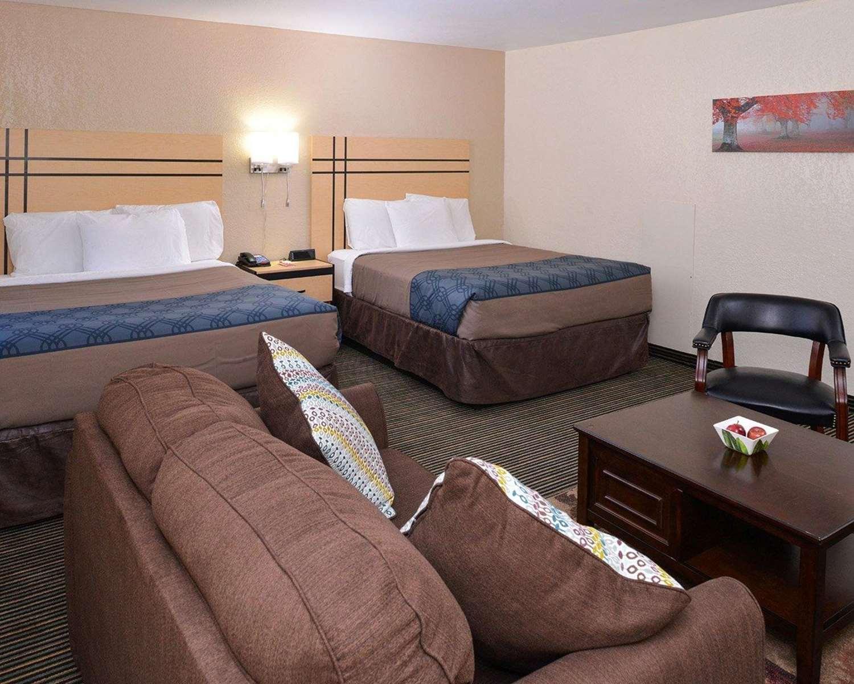 Room - Econo Lodge Rochester