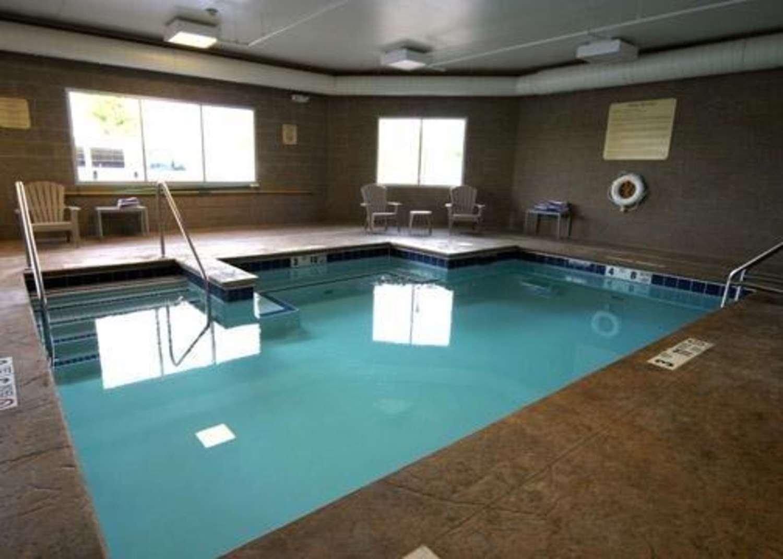 Pool - Comfort Inn & Suites Saratoga Springs