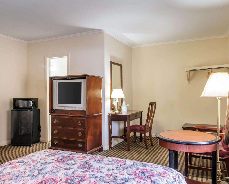 Room - Rodeway Inn Kingston