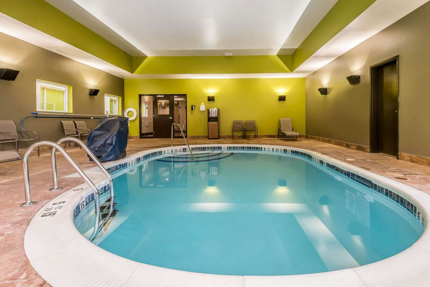 Pool - Quality Inn Hamburg