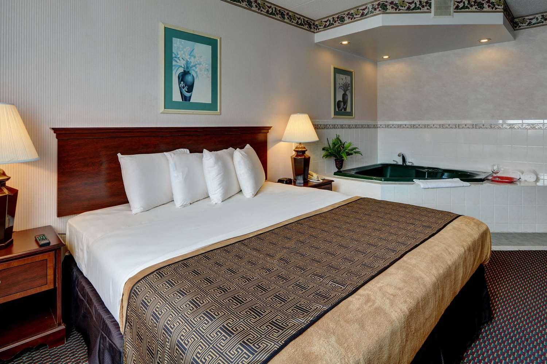 Suite - Rodeway Inn Lake George