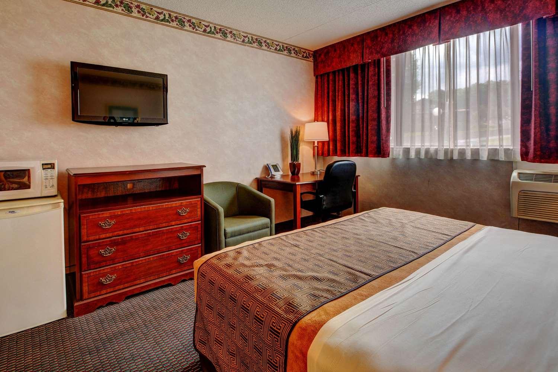 Room - Rodeway Inn Lake George