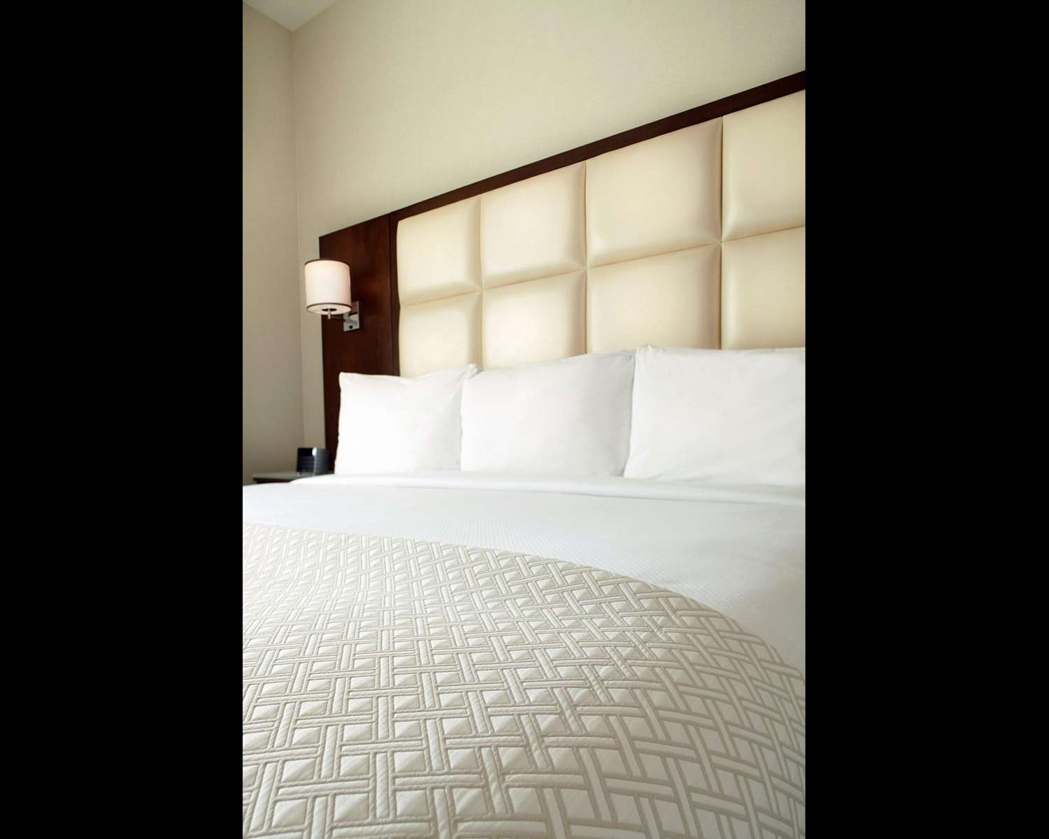 Room - Cambria Suites Chelsea New York
