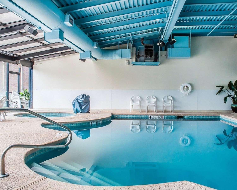 Pool - Quality Hotel & Suites Niagara Falls