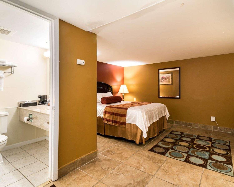 Room - Rodeway Inn Weedsport