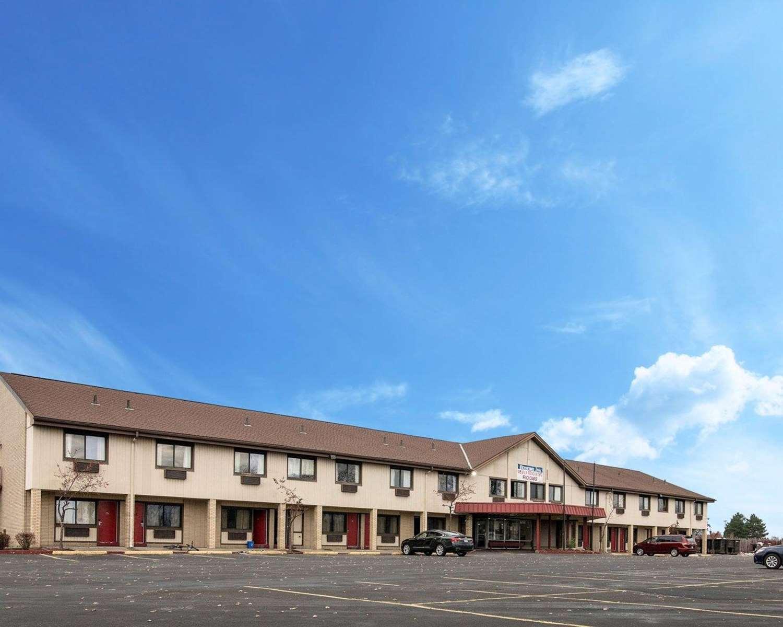 Exterior view - Rodeway Inn Syracuse