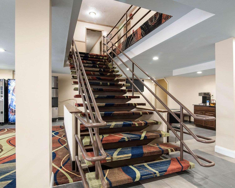 Lobby - Rodeway Inn Syracuse