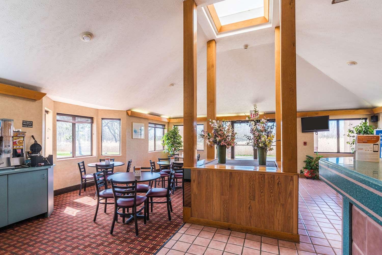 Restaurant - Econo Lodge Streetsboro