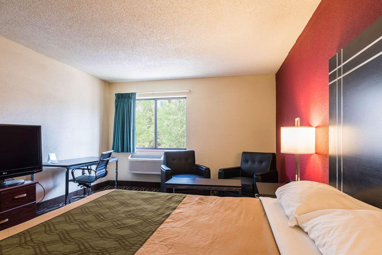 Room - Econo Lodge Streetsboro