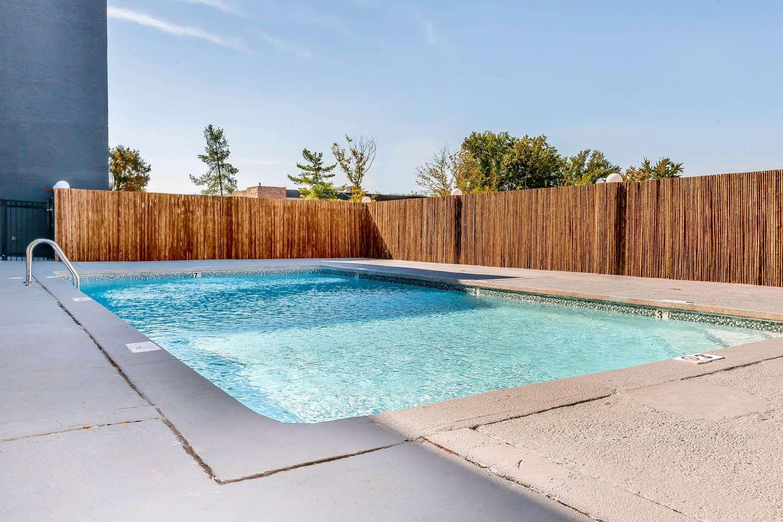 Pool - Blu Hotel Blue Ash