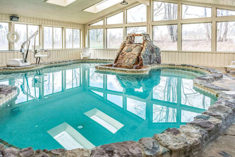 Pool - Quality Inn & Suites Seville