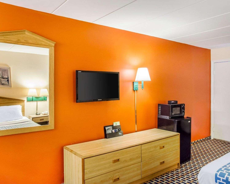 Room - Econo Lodge Franklin