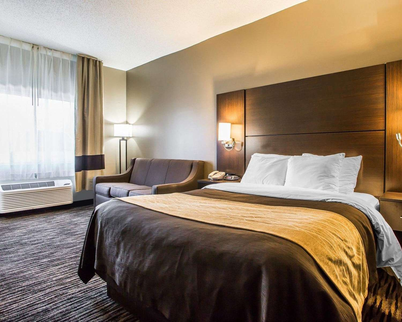 Room - Quality Inn North Dayton