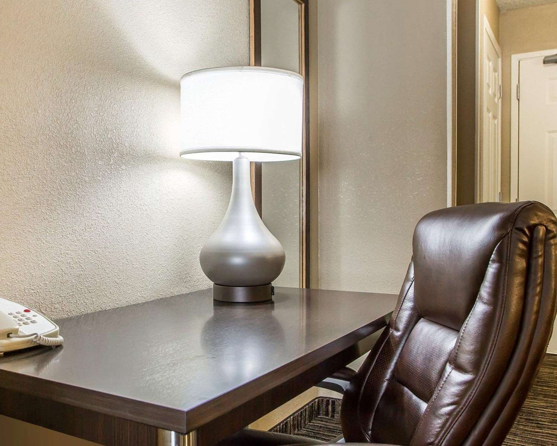 Suite - Quality Inn North Dayton