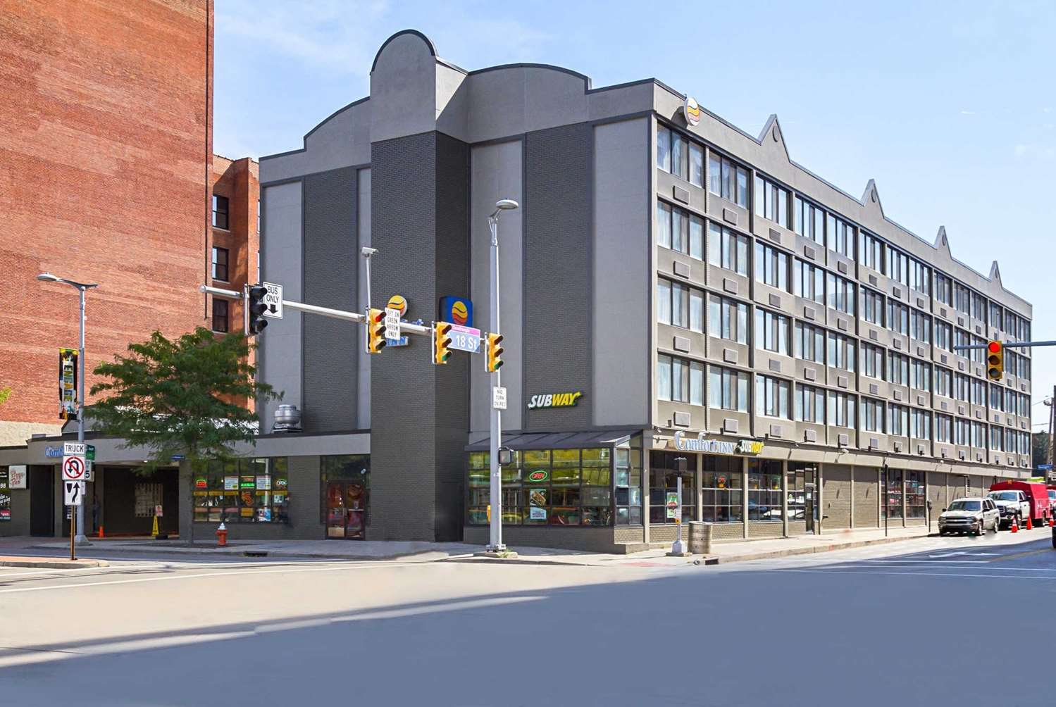 comfort inn downtown cleveland oh see discounts. Black Bedroom Furniture Sets. Home Design Ideas