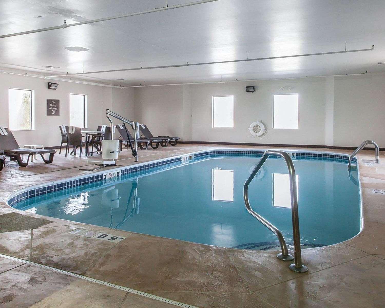Pool - Sleep Inn Austinburg