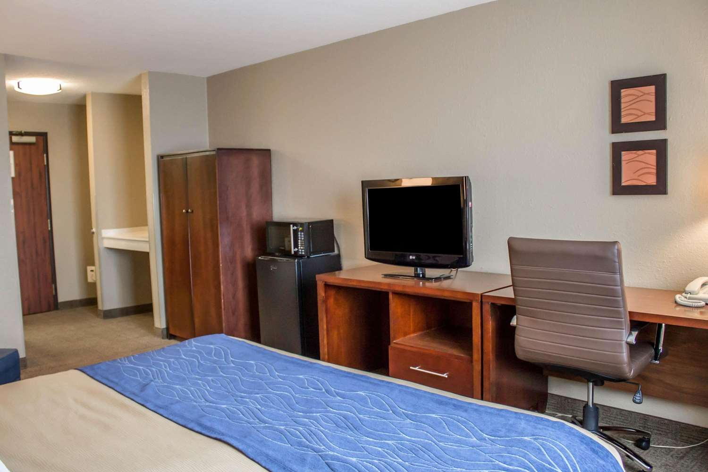 Room - Comfort Inn & Suites Fremont