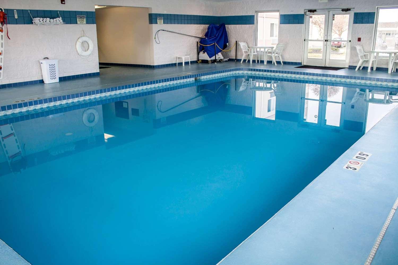 Pool - Comfort Inn & Suites Fremont