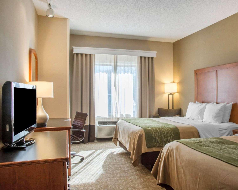 Room - Comfort Inn & Suites West Chester
