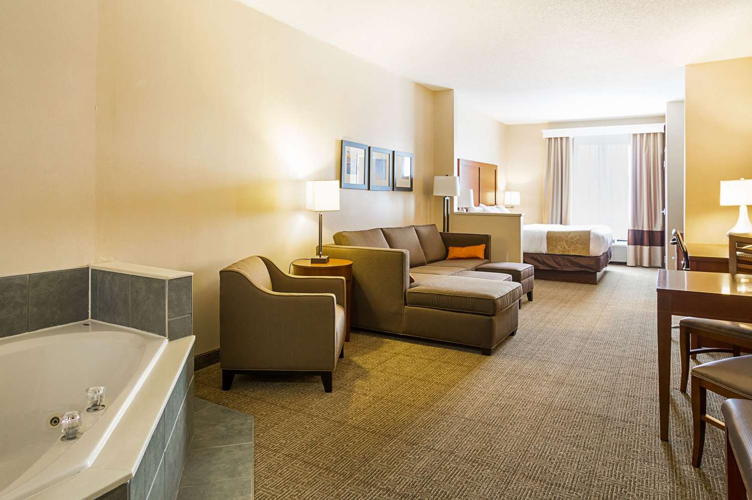Comfort Suites Twinsburg, OH - See Discounts