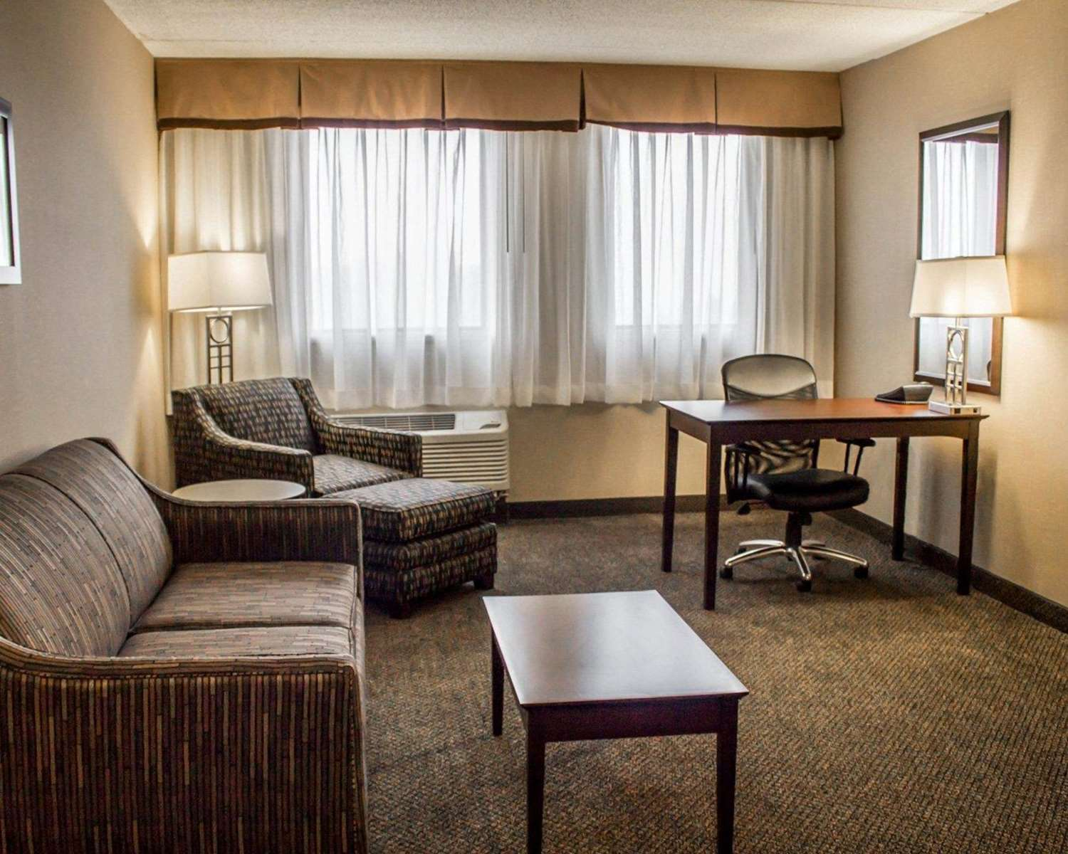 Suite - Comfort Inn & Suites Wadsworth