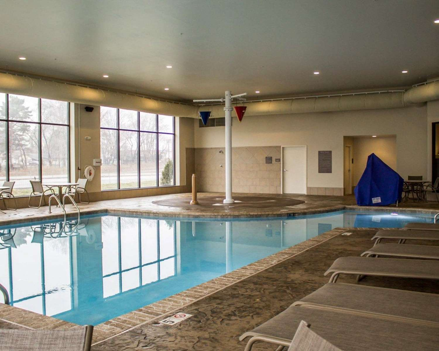 Pool - Comfort Inn & Suites Wadsworth