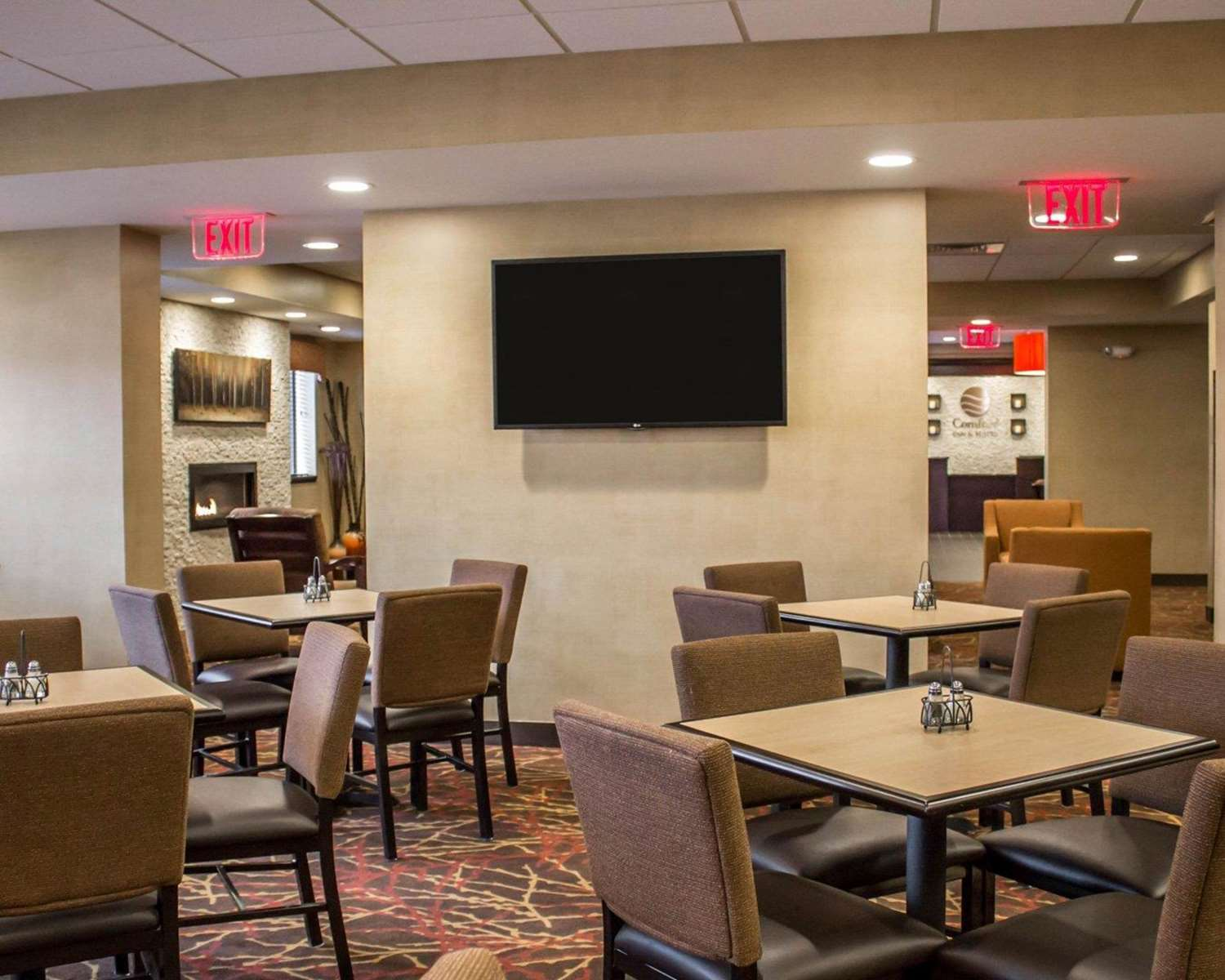 Restaurant - Comfort Inn & Suites Wadsworth