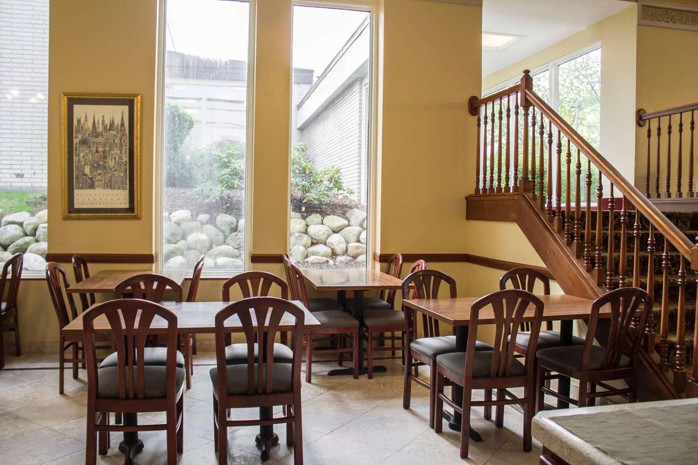 Restaurant - Econo Lodge Wickliffe