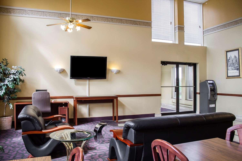 Lobby - Econo Lodge Wickliffe