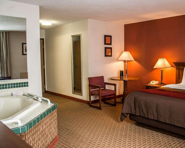 Room - Quality Inn East Liverpool