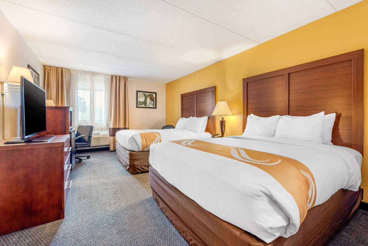 Room - Quality Inn & Suites Zanesville