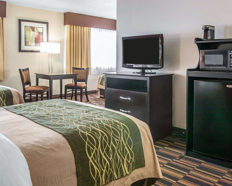 Room - Comfort Inn Maumee