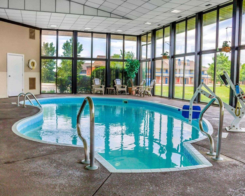 Pool - Comfort Inn Maumee