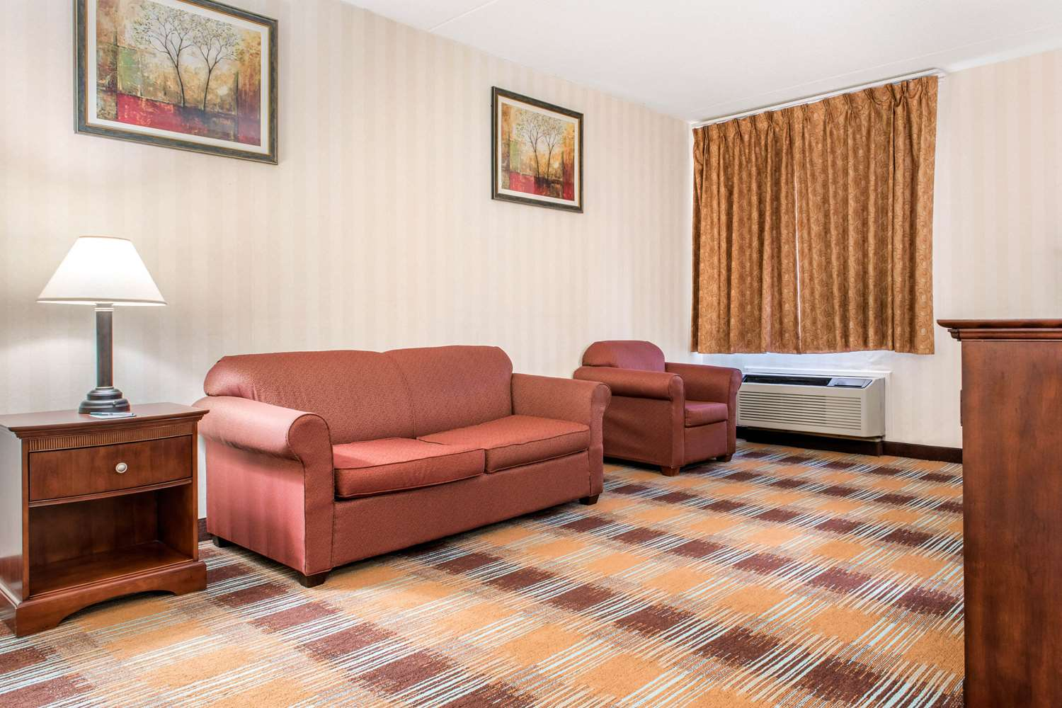 Room - Quality Inn & Suites Miamisburg