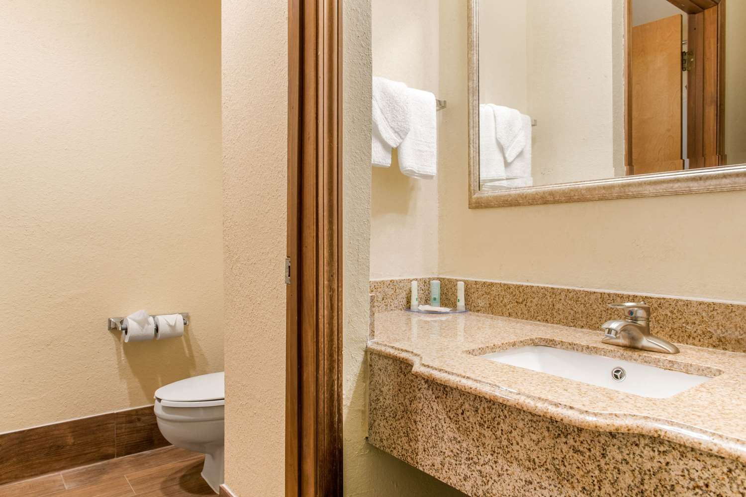 Suite - Quality Inn & Suites Miamisburg