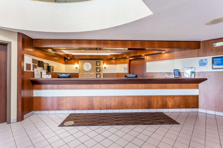Lobby - Comfort Inn Hall of Fame Canton