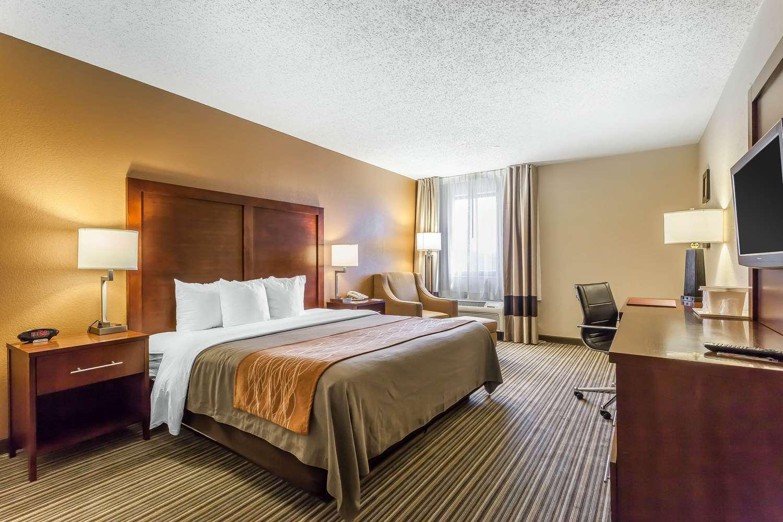 Room - Comfort Inn Hall of Fame Canton