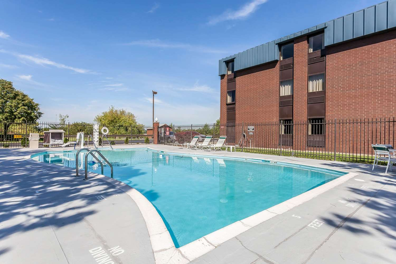 Pool - Comfort Inn Hall of Fame Canton