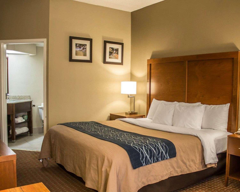 Room - Econo Lodge South Akron