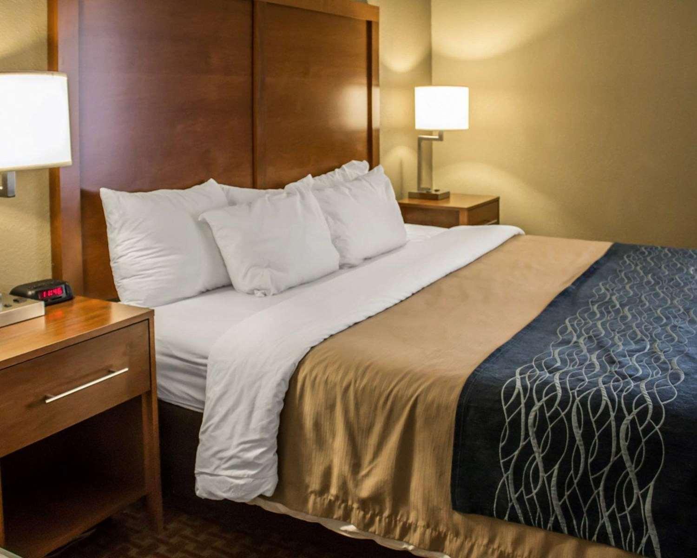 Suite - Econo Lodge South Akron