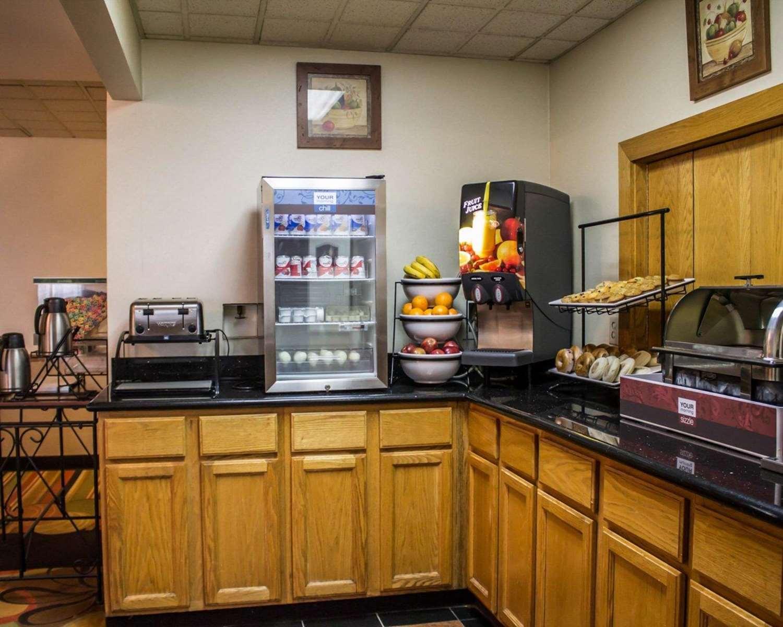 Restaurant - Econo Lodge South Akron