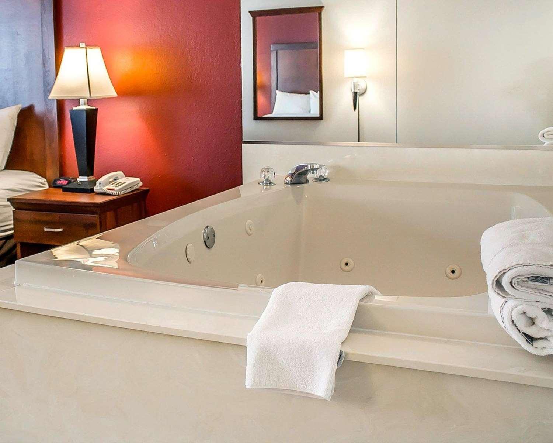 Room - Comfort Inn Lima
