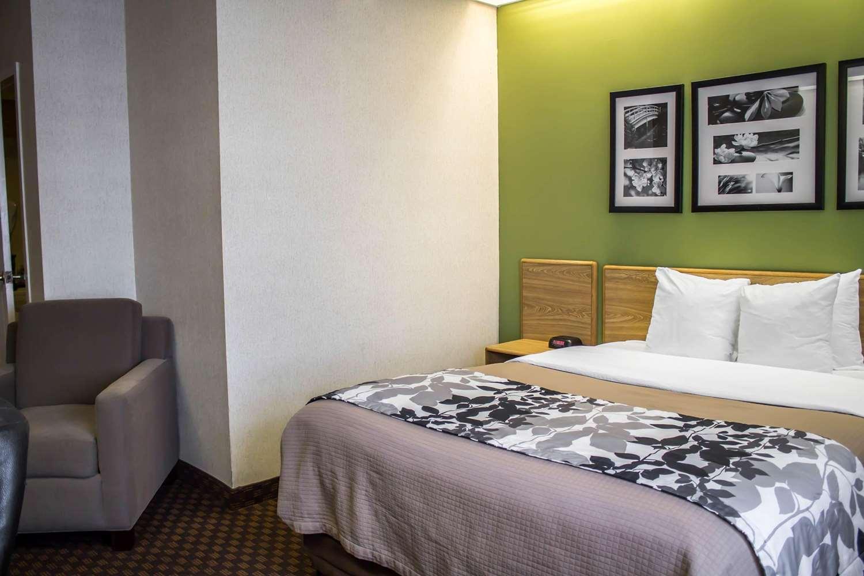 Room - Sleep Inn Austintown