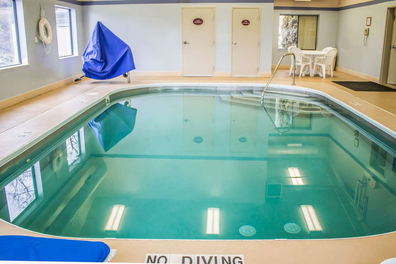 Pool - Sleep Inn Austintown