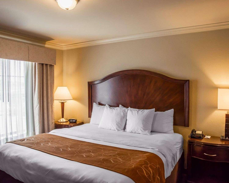 Room - Comfort Suites Forest Park